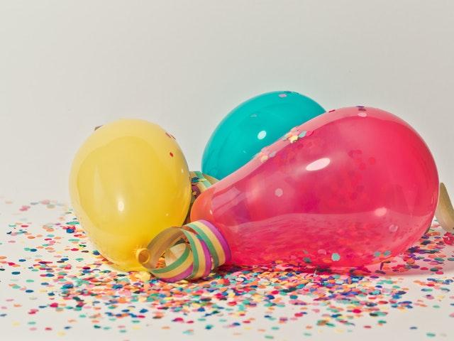 Ballonger och konfetti